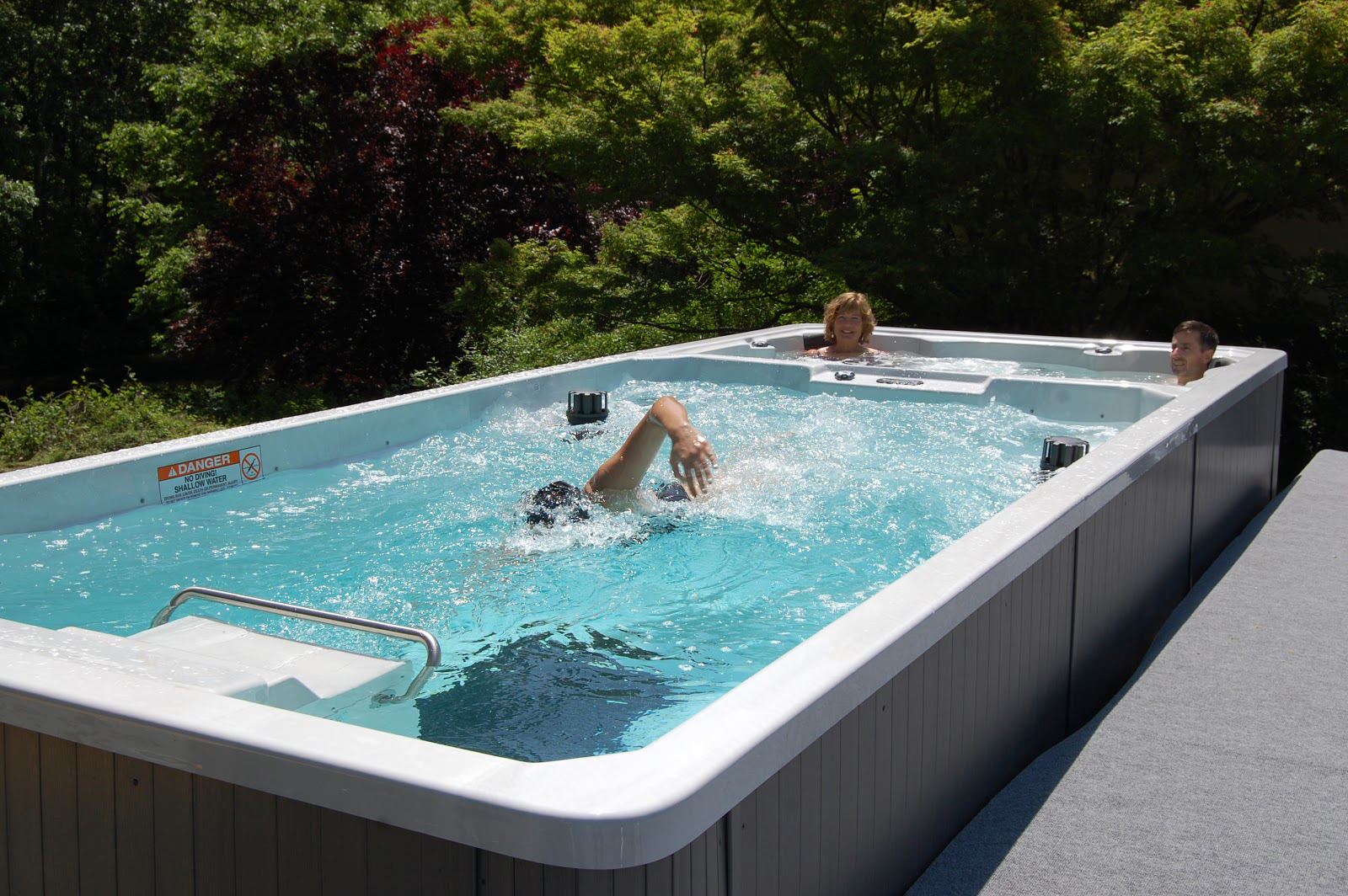 Blue hawaiian pools and spas in jackson tn for Spa swimming pool